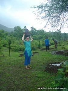 58 volunteer planting 2